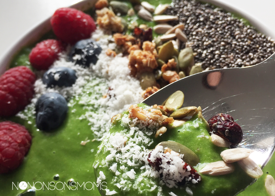 groene smoothie bowl met spinazie - vegan - flexanist