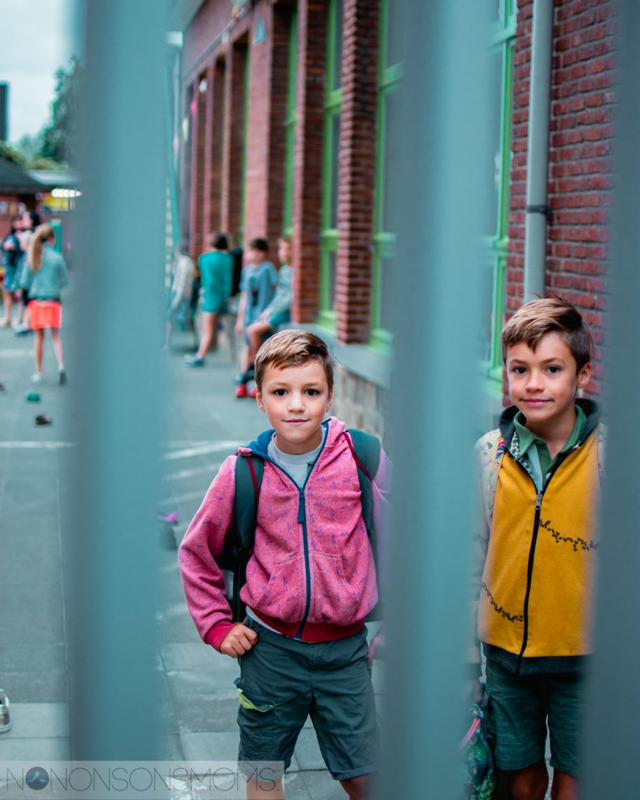 Eerste schooldag - achter tralies